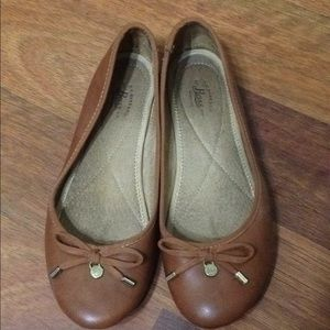 Bass women Flats size 6.5 brown.
